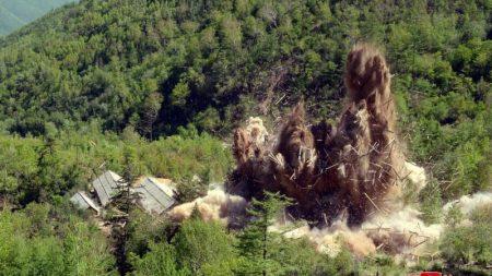 核実験場爆破の写真公開、北朝鮮 非核化アピール