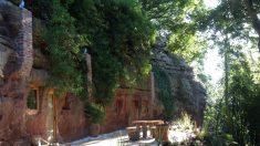 【夢実現】築700年の岩穴住居を高級リゾートに改造した会社員